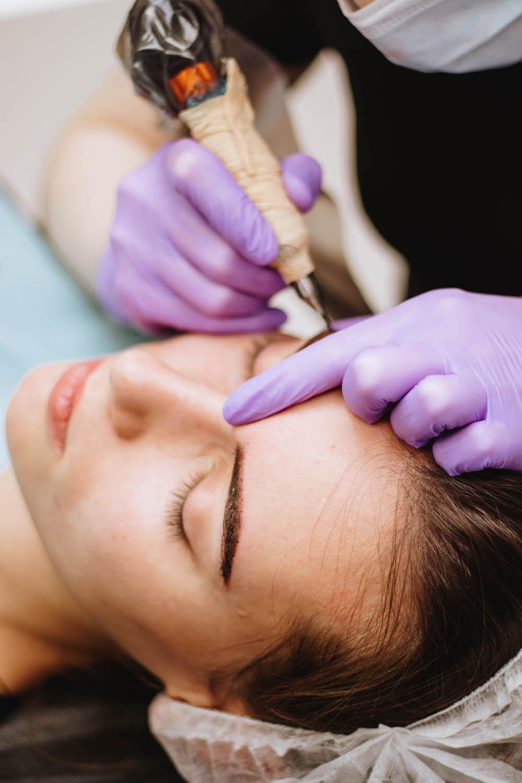 Как проходит процедура татуажа, перманентного макияжа?