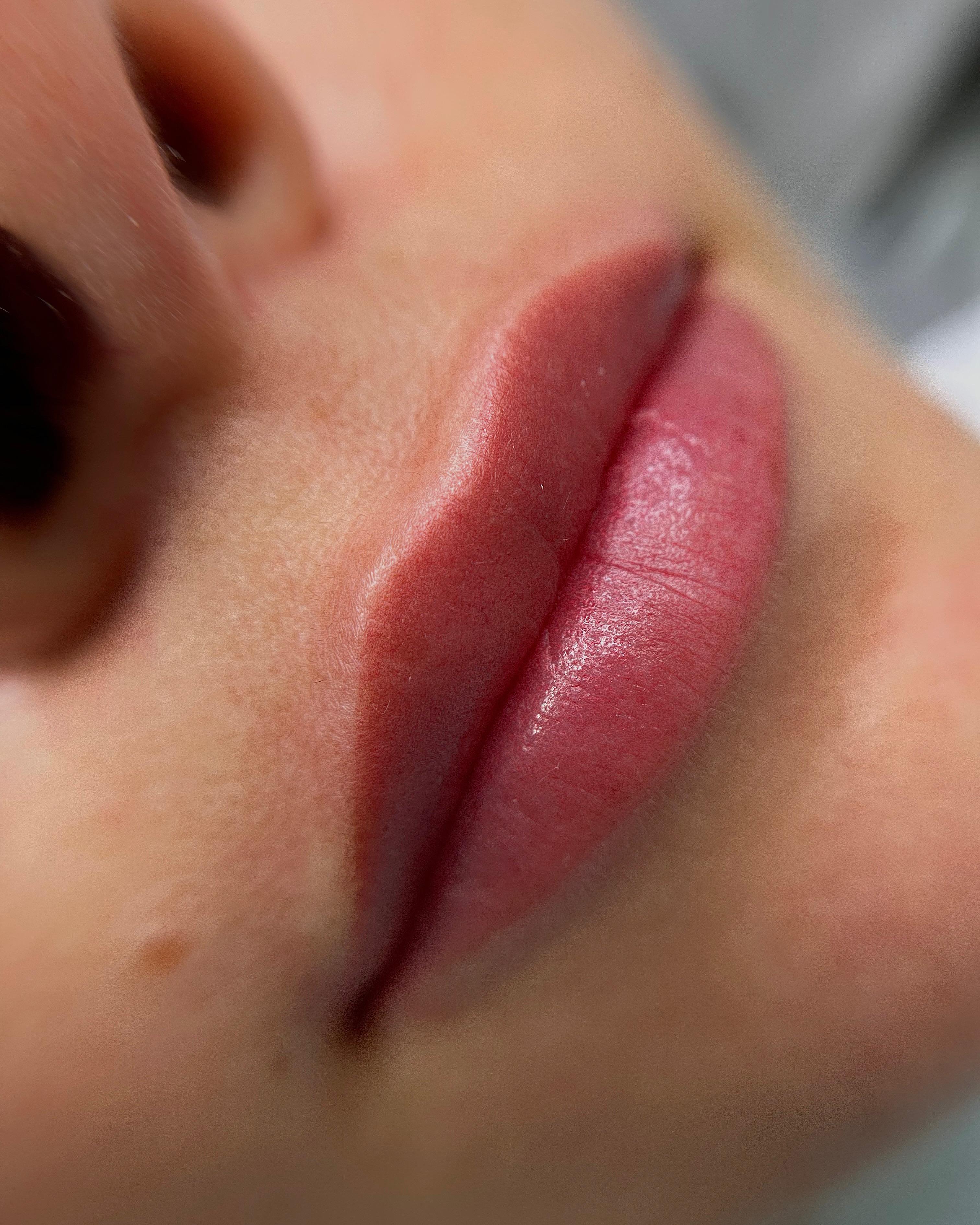 Татуаж губ в акварельной технике