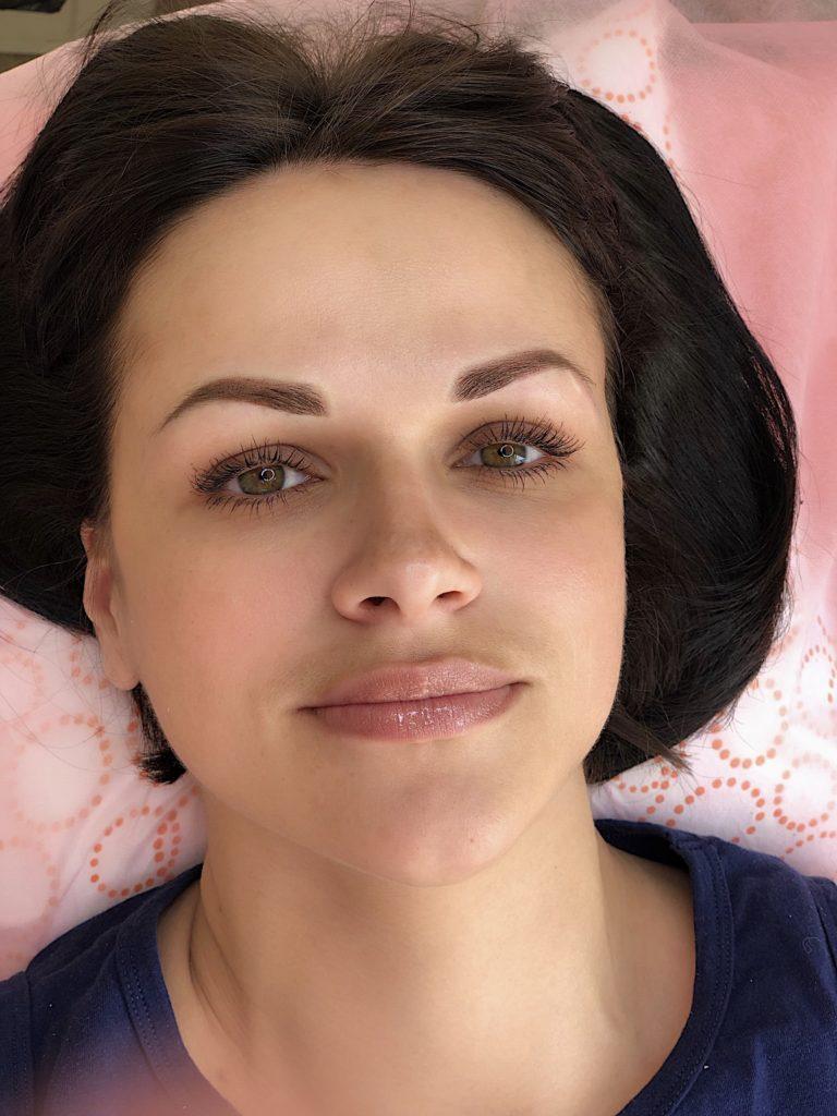 Пудровые брови сразу после процедуры
