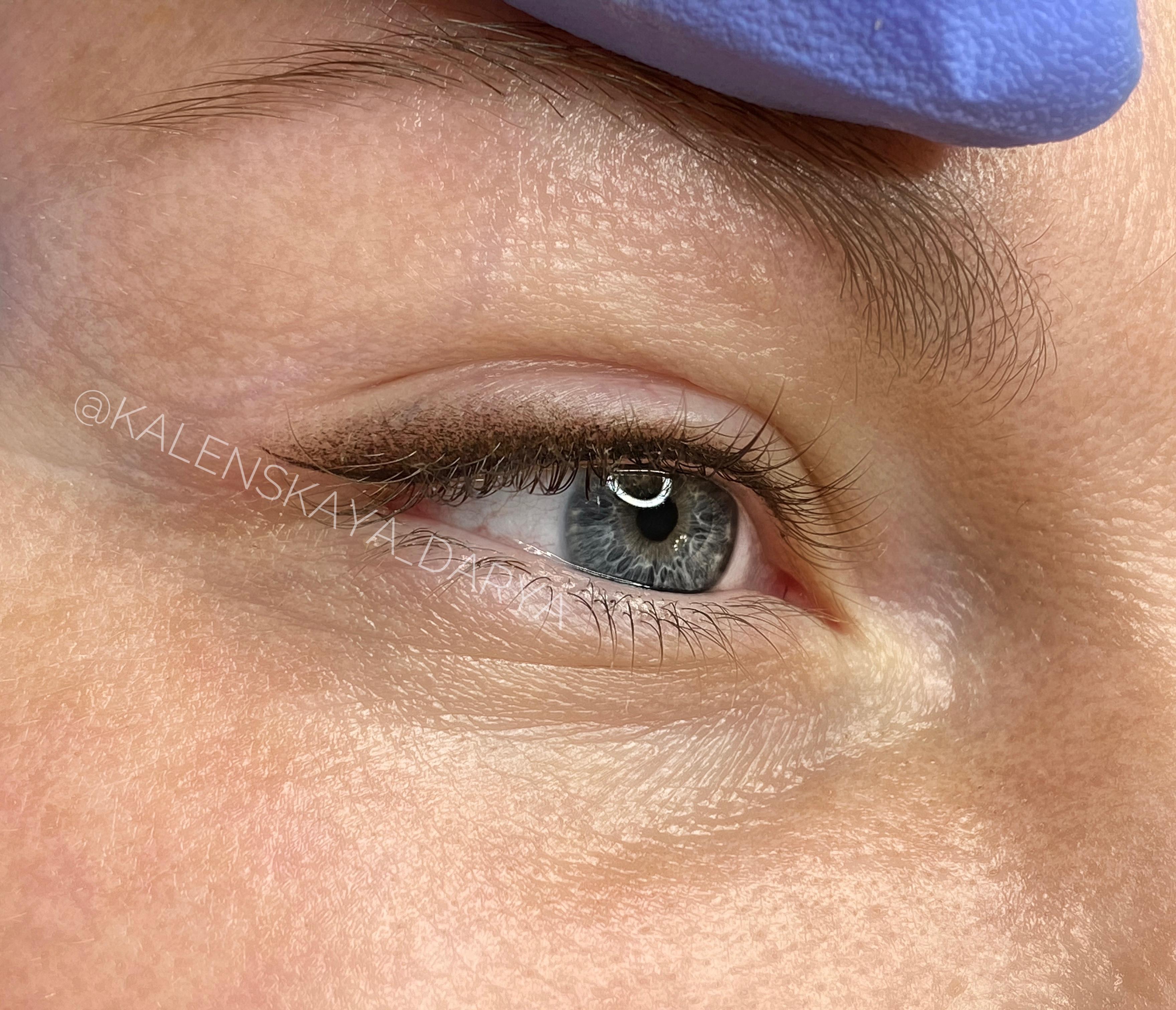 Перманентный макияж стрелок с легкой растушевкой сразу после процедуры